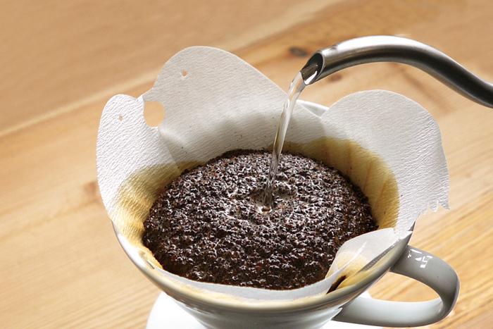 小鳥がキスしているような可愛らしいコーヒーフィルター。可愛いフィルターを使えば、コーヒーを淹れるのがもっと楽しみになりそう♪