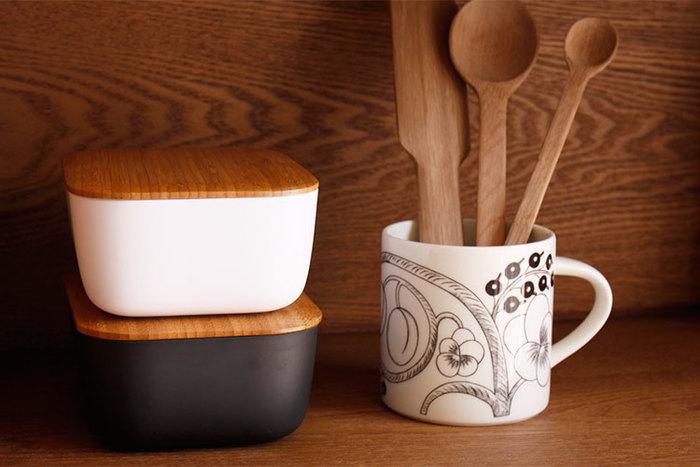 蓋は竹、本体部分も環境に配慮した50%竹が利用されたこちらのバターボックスは、キッチン周りでバター以外の物を入れても素敵です。テーブル周りに置くと、おしゃれなインテリアアイテムに。