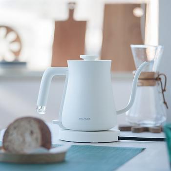 スタイリッシュで、テーブルの上に持って来ても素敵なデザインのケトル。お湯を沸かすのが楽しみになりそうなアイテムです。