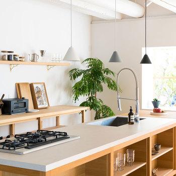 キナリノやキナリノモールを眺めていると、どんどん登場する素敵なキッチンツール。今回は、優秀な小物アイテムから、いつか欲しい憧れのキッチン家電まで素敵なアイテムを集めてみました♪