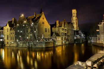 水に映る中世の建物がとってもロマンチック!あちこちカメラ片手に散歩したくなりますね。