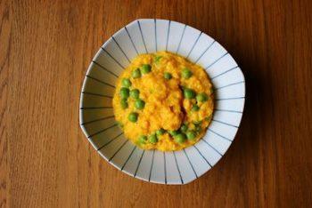 グリンピースの出汁びたしを作っておけば、スクランブルエッグと合わせたり様々な使い方ができて便利です。