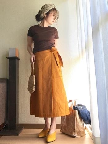 こちらのコーデは上下ユニクロだそうです。イエロー・オレンジ系を着こなすのはちょっと難しい・・と思ってもプチプラ価格なら挑戦しやすいですね!