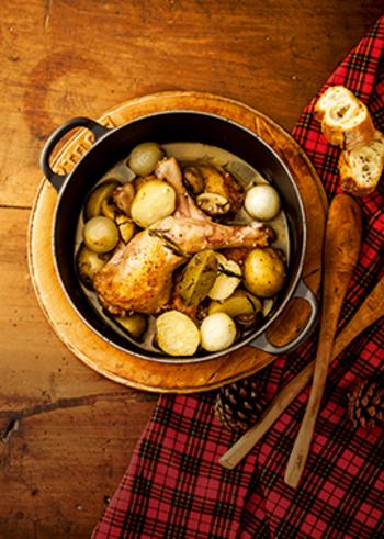 特別感を出したいなら、異国風のアップルスパークリング煮はいかがでしょうか?りんごの豊かな風味が楽しめるだけでなく、お肉が柔らかく仕上がりますよ。
