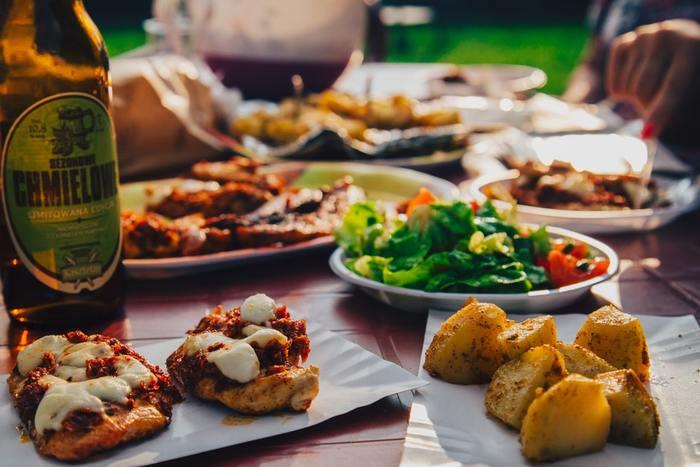 いかがでしたか? 気になるレシピを発見したら、是非今年のクリスマスパーティーの一品に追加してみてくださいね。気兼ねなく楽しめる仲間と、わいわい美味しい料理をつまみながら素敵な空間を共有しましょう♪