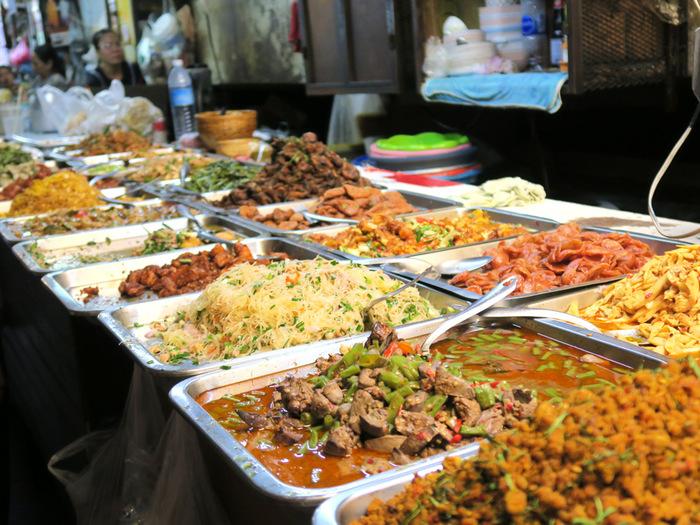 今回は、新大久保駅周辺にあるタイ料理・ベトナム料理・韓国料理・ネパール料理のお店を各3店ずつご紹介します。  現地に行った気分になれる本格的な料理あり、日本人好みにアレンジされたマイルドアジアンありと、お好みに合わせて選んでください。ご参考に東口と西口のマップもお付けしますね。