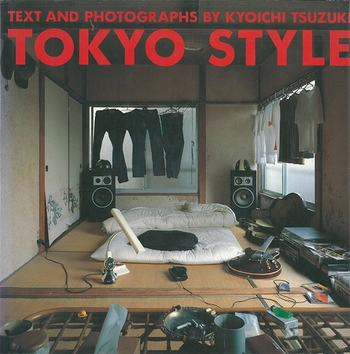 「TOKYO STYLE」は、東京に住むさまざまな職業の人たちの部屋の写真を集めた写真集。東京の住宅事情に合わせて柔軟に住みこなす住人たちの生活感や生き方がそのまま部屋に現れた、スタイルについて考えさせてくれる一冊です。