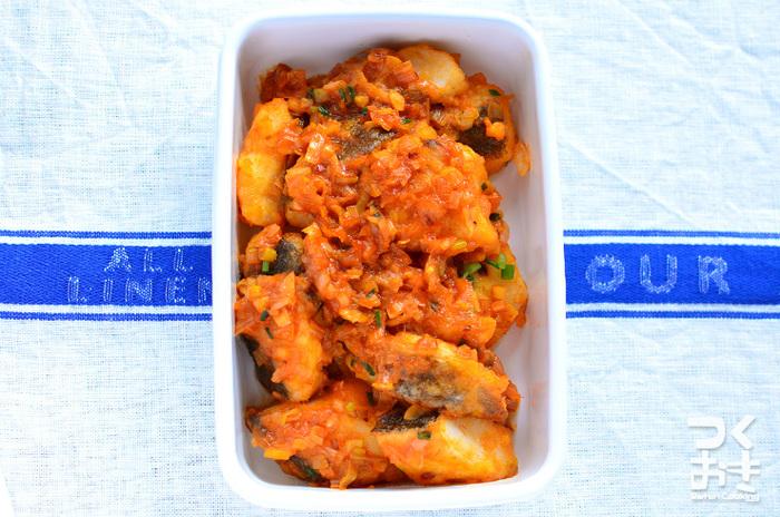豆板醤やケチャップなど薬味の効いたチリソースにぷりっとした食感のタラを合わせたら、お酒にも合う最強おかずの出来上がり。タラは洋食にもぴったりな魚なので、パスタにのせてソースや具材としても楽しめます。