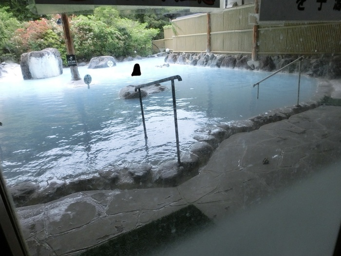 由布院と言えばやはり温泉!泊まらなくてOKの立ち寄り湯も沢山ありますので日帰り旅行でも温泉を気軽に楽しむことができます。これから寒くなる季節は雰囲気の良いお宿で、温泉の湯にたっぷり浸かって、スベスベのお肌を手に入れるのも贅沢ですよね。
