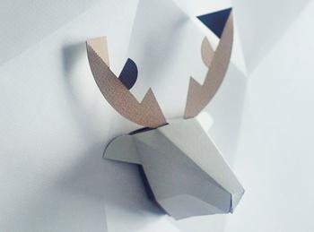 紙の質感と直線的な陰影が美しいクラフト。道具を使わずに簡単に組み立てることができます。