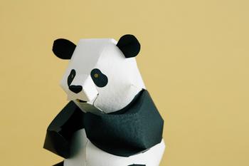 使われている紙は動物の毛並みに近い質感が選ばれており、リアリティが追及されています。