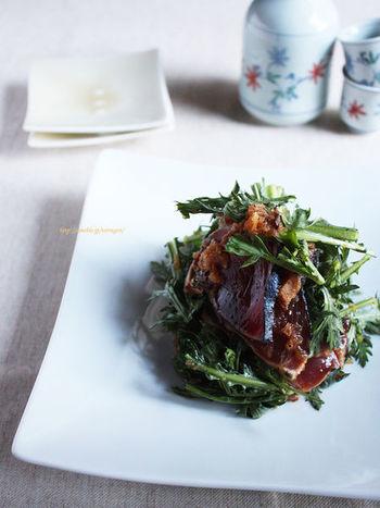 ■鰹と春菊のおろしポン酢和え カツオのたたきをちょっと変わったサラダ仕立てに。春菊とオレンジが香る新感覚の一品はお箸が止まらなくなること間違いなしです♪