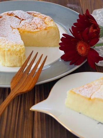 予約したケーキだけでは、量が少ないかもという時はお手製ケーキも良いですね。当日作るとバタバタして失敗しがちなので、落ち着いてつくれる前日に作りましょう。翌日の方が味が落ち着くチーズケーキもおすすめです。