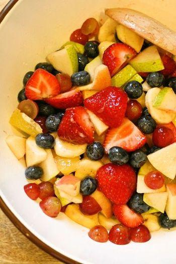 飴やお菓子、ジュースなど甘いものばかりが並んでしまうパーティーで、旬の果物をたくさん食べられるフルーツサラダはとても喜ばれます。取り分けるための使い捨てカップやスプーンの準備も忘れずに。