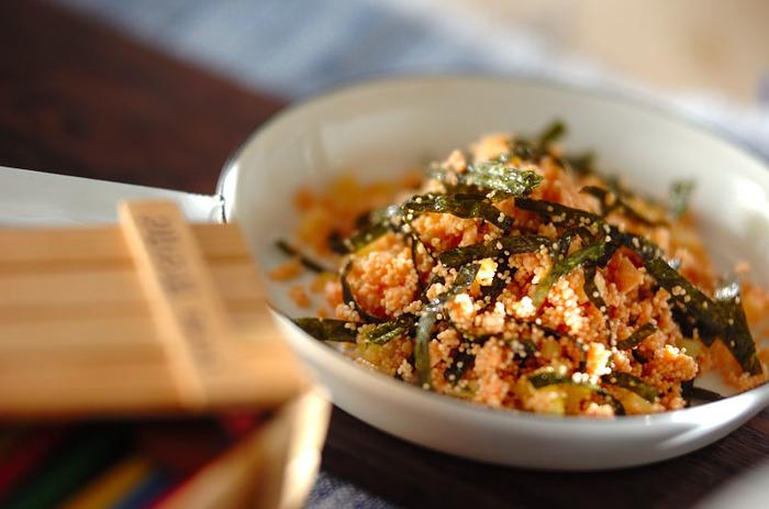 こちらは、タラコとチーズなどが入った洋風ふりかけです。マヨネーズで炒めるところもポイント。ご飯だけでなくパスタとも相性ばっちりです!