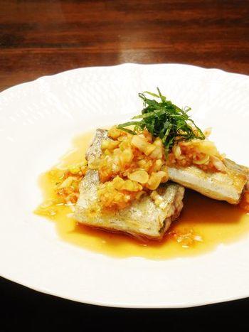 定番の焼魚もいいけど、ねぎとショウガをたっぷりとポン酢で秋刀魚をさっぱりいただくのも絶品です!ごはんやお酒のお伴に、メイン料理にとシンプルな魚料理だけど存在感がありますね。