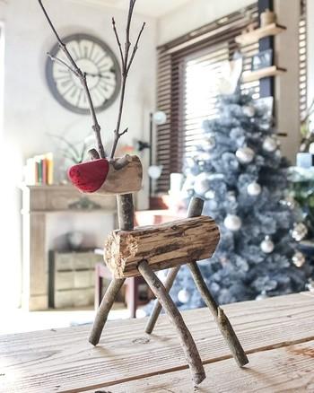 拾った木の枝を使ってトナカイを手作り。材料費0円でぬくもりのあるオブジェが完成です。