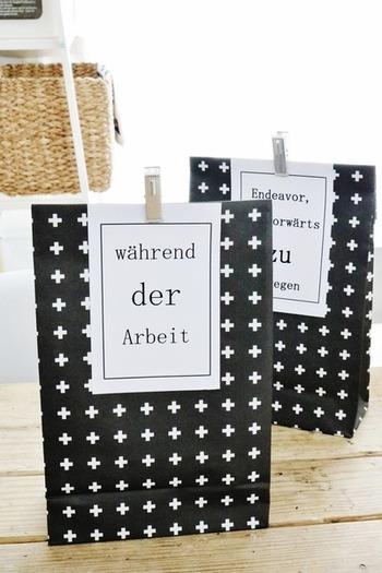 クロス柄の包装紙をマチ付きの袋にし、好きなデザインの厚紙と一緒にクリップで留めるだけ。 包装紙の柄とデコレーションによって、まったく印象が異なります。