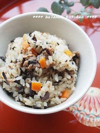"""沖縄名物の炊き込みご飯""""じゅーしー""""を再現。具材を炒めた段階で保存できますので、食べたいときにお米といっしょに炊き上げるだけ。いつでもできたての、ほかほかじゅーしーが楽しめます♪"""