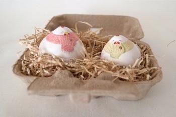 紙製の卵ケースをラッピングに!中には緩衝材を敷き詰めておもちゃやキャンディーなど、小さなものをしっかりと見える形でプレゼントしたいときに最適です♪