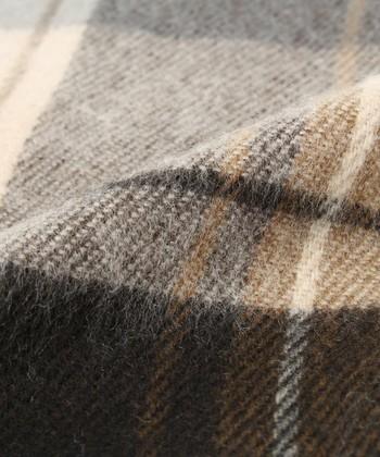 柔らかで暖かい素材。アクリルだから取り扱いしやすく、日常にガンガン使えます。
