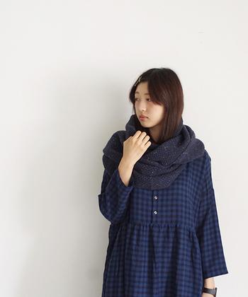ミックス糸を使いデコボコ感ある表情豊かなカノコ編みのスヌード。