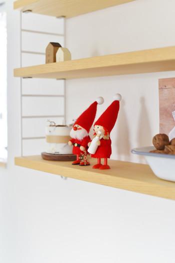 あら、こんなところに小人さんが。お部屋のあちこちに小さなクリスマスの小物を並べるだけで、なんだか楽しい♪