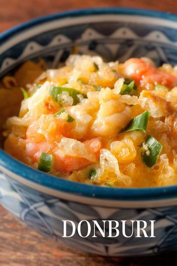 (調理時間 5~15分) おそば屋さんで見かける、揚げ玉入りの玉子のどんぶり「たぬき丼」をおうちで簡単に♪お好みの野菜をたくさん入れて美味しくいただきましょう。