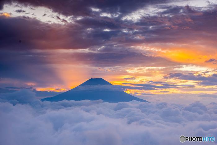 見るたびに強い力を与えてくれるような気がする富士山をモチーフにした、オシャレで可愛い、ユニークなアイテムをご紹介しました。自分自身へのプレゼントとしてはもちろん、気の置けない友人や家族へのプレゼントにもピッタリ!縁起のいい富士山グッズで、皆様にHappyが訪れますように。