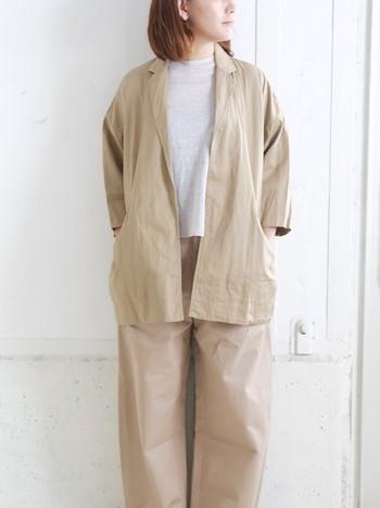 肌寒い秋冬の季節も「白×ベージュ」でナチュラルコーデがしたいという方にぜひ参考にしてほしい、おしゃれな着こなしをご紹介します。