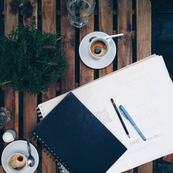 「毎日のことだから」と、自分時間を作るのをあきらめていませんか?それは、頭の中に「やること」がたまってしまっているせいかもしれません。  ・やらなきゃいけないこと ・できればやっておきたいこと ・やりたいこと  これらを全て書き出してしまいましょう。 といっても、やることは日々増えるものですよね。まずは「今」わかっている範囲を書き出して頭をカラッポに。