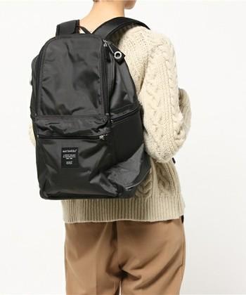 マリメッコの定番リュックBUDDY。大きめサイズなのに軽く、ポケットがたくさんあって荷物が多いママにおすすめのバックパックです。