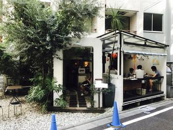 こちらは、海南鶏飯食堂 麻布店。なかなか見つけにくい立地ですが、そこが隠れ家的で◎