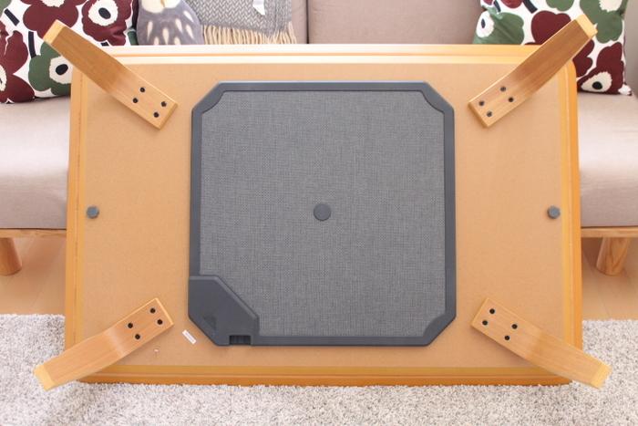 気になるヒーター部分はこのとおり、凹凸部分が少ないフラットヒーターになっています。横から見てもこたつに見えないわけですね。これなら素敵なテーブルとしてオールシーズン使いたくなります。