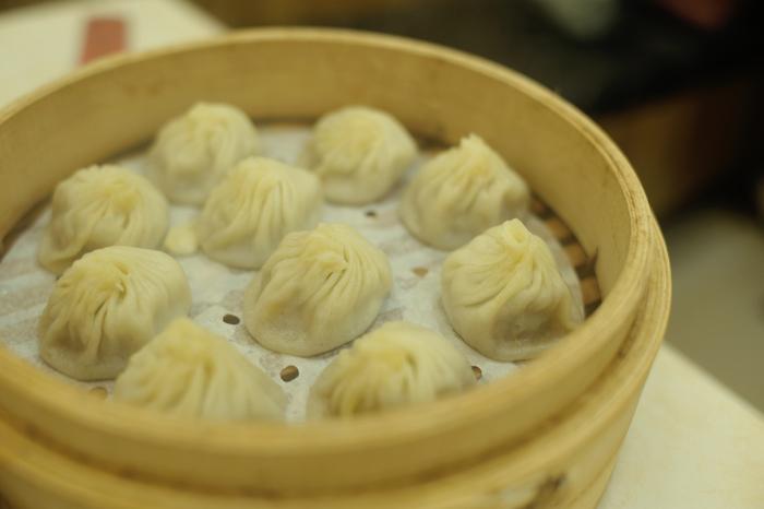 鼎泰豐(ディンタイフォン)の小籠包をはじめとして、台湾の料理には日本人にも馴染みのあるものが多くあります。また、食材素材そのものの美味しさを生かしつつ台湾風に調理されているため、アジアンテイストも十分に感じられます。