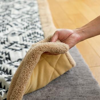薄手のこたつ布団はボリューム感がないぶん、スマートな印象に。コンパクトに収納できるのでオフシーズンに助かります。洗濯や、干すのも簡単ですよね。薄くても保温性や耐久性など機能性は十分です。