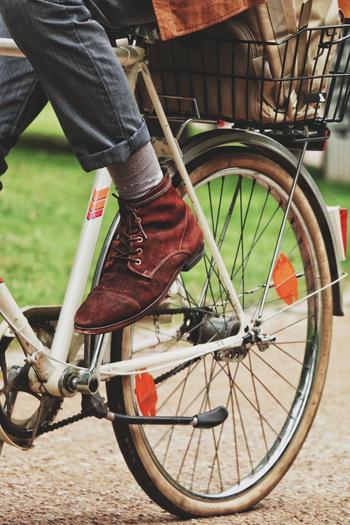 近場のお出かけなら、車やバスなどを使わずに自転車で出かけてみませんか?渋滞に巻き込まれることもなく、狭い道だってどんどん入って行けますよ♪吹く風に季節の移ろいを感じたり、路地裏に素敵なお店を発見することもあるかもしれませんね。