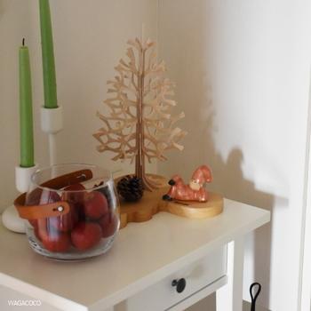 一人暮らしのお部屋にはこのくらいのサイズ感がいいですね。キャンドルや松ぼっくりと一緒に飾ると、ほっこりとした温かみがでます。