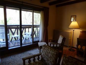 周りが緑に囲まれたホテルには、ベランダ付きの客室もありますので、景色や自然を堪能したい時にはお部屋選びも工夫してみてくださいね。