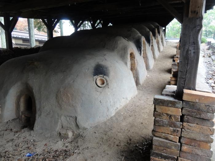 工房や登り窯の見学もできます。