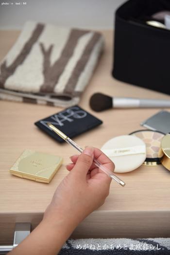 今回ご紹介した様々な収納術は、どれも素晴らしいアイディアばかりでしたね♪ 化粧品やメイク道具が使いやすく整理・整頓されていると、毎朝の時短にもつながります。 さっそくブロガーさんの素敵なアイディアをヒントに、機能的で美しい収納を目指しませんか?