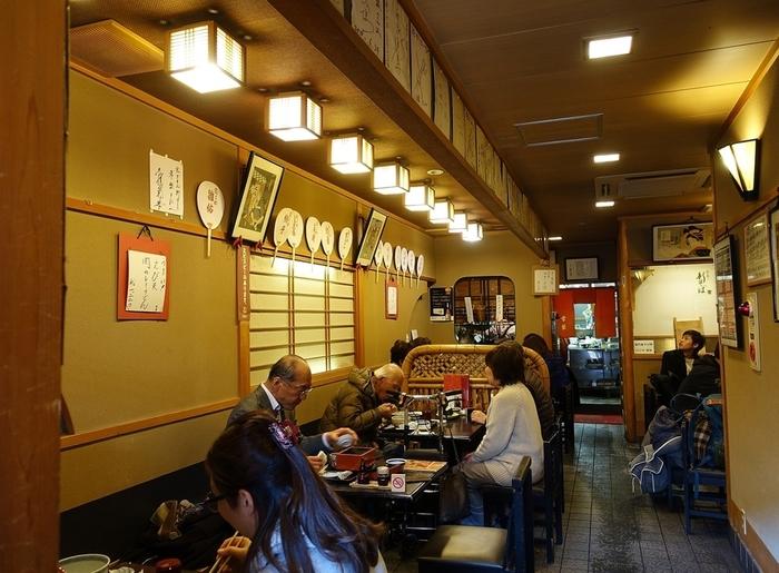 「ぎをん常磐」は、祇園の北側、新橋通りに佇む老舗店。大正11年創業で、古くから地元の常連客で賑わう人気店です。