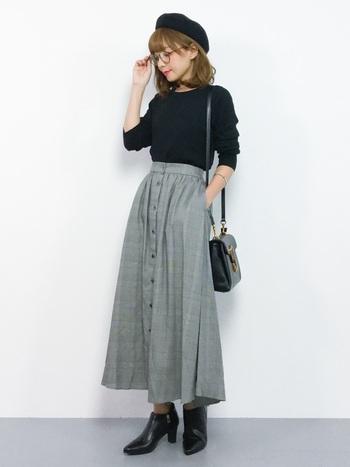 フロントボタンスカートはクラシックさに、大人可愛いレトロな雰囲気をプラスできます。ベレー帽やかっちりとしたレザーバッグもトラッドコーデと良く合いますね!