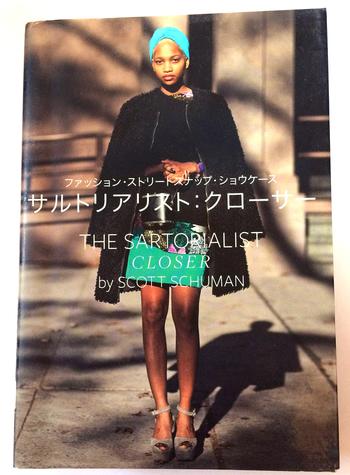 """カメラマンでブロガーのスコット・シューマン氏が""""最高におしゃれ""""な人を世界中をまわりスナップした写真集「THE SARTORIALIST」の第二弾が、こちらの「サルトリアリスト:クローサー」。モードな人の街角スナップとはひと味ちがう写真集です。"""