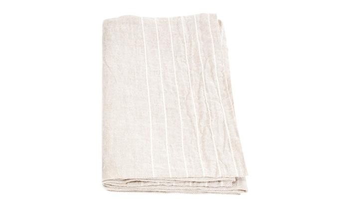 ウォッシュドリネンを100%使用した、フィンランドのLapuan kankuritのタオル。リネン特有のふんわりとした質感で、使うほどなじんできます。洗いざらすと出るシワが何とも愛らしく、キッチンやバスルーム、どんな場所にもさりげなく馴染んでくれます。使う程に吸水性もUPする、長く愛用したくなるタオルです。