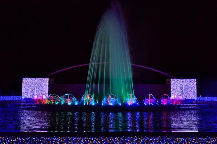 エリア別で様々な演出が行われる、よみうりランドジュエルイルミネーションの中でも、水と光が饗宴する噴水ショーの美しさは傑出しています。