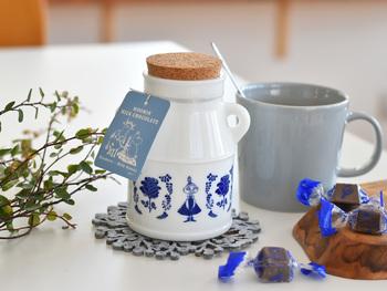 可愛らしいムーミンのイラストが描かれた瓶に入ったチョコレート。お茶の時間が楽しくなりそうです。