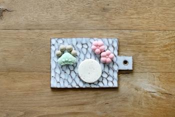 ゆったりお茶を楽しみたい時、小さくて甘い和菓子は良いお茶うけになってくれます。柔らかな和三盆の甘みは様々なお茶やコーヒーとも相性抜群です。