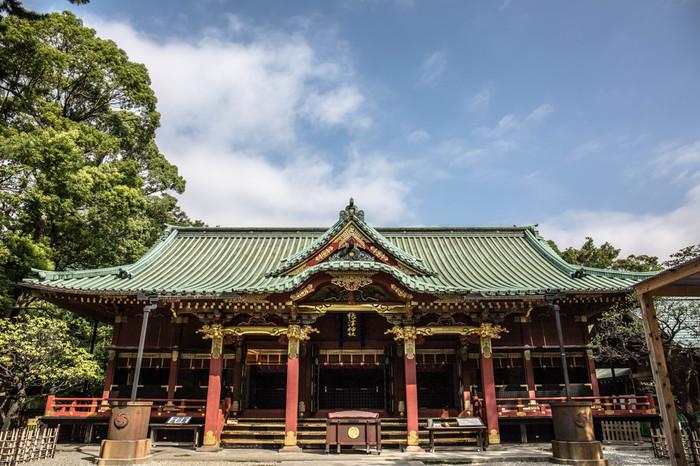 重要文化財にも指定されている根津神社(ねづじんじゃ)。およそ1900年前に日本武尊(ヤマトタケルノミコト)が建てたと言われています。