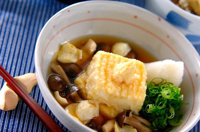 絹のお豆腐水分をしっかり切って作った揚げ出し豆腐は、サクサクトロリでお酒のおつまみとしても最高です!お酒がすすんじゃうウマウマなレシピですよ。